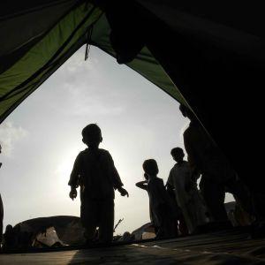 Barn behöver hjälp i Pakistan
