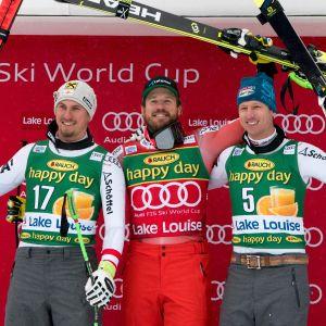 Max Franz, Kjetil Jansrud och Hannes Reichelt står på podiet i Lake Louise.