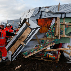 Flyktingläger i Calais rivs.