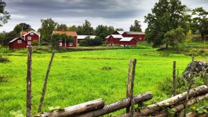 Punaiset alot ja vanha pihapiiri Smoolannissa; Ruotsi