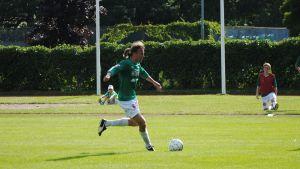 Sampsa Timoska spelar fotboll i Ekenäs IF.