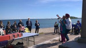 Antonia Ringbom och Tobias Zilliacus under festivalens invigning.