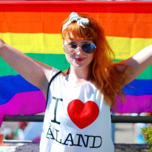 Karoline Nyman på Åland Pride