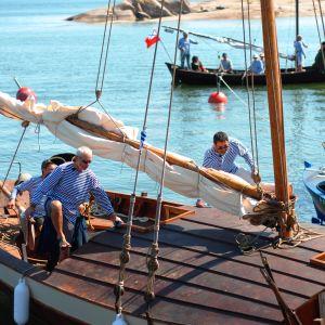 Héctor Melo och Audun Adsen gör sig redo för att hoppa i land efter att ha deltagit i rekonstruktionen av sjöslaget vid Rilax
