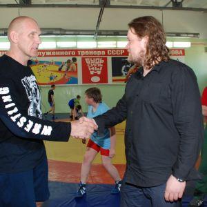Ville tapaa Novosibirskissä Aleksandr Karelinin, monikertaisen painin olympiavoittajan, maailman- ja Euroopanmestarin.