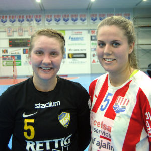 Carolina Pettersson och Emilia Holmberg poserar.