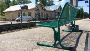 Bänk på Karis järnvägsstation