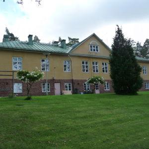 Fasaden på baksidan av Bromarfhemmet. äldreboendet i Bromarv.