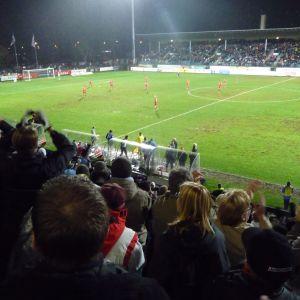 Åskådare på Kuppis fotbollsstadium