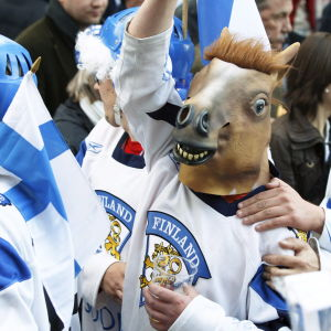 Finländskt hockeyfan under en match.