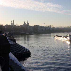 Den tyska staden Koblenz i solnedgång