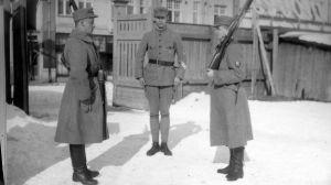 Carl-Rudolf Gardberg (till höger) på skyddskårsövning i Åbo 1917.