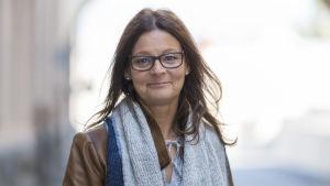 Intergrationskoordinator Eva-Maria Emet vid Socialcentralen i Jakobstad
