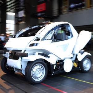 Japansk hopfällbar robotbil.
