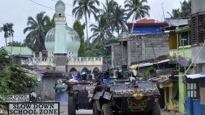 Armén använder specialenheter i bepansrade fordon i striderna inne i Marawi som hade över 200 000 invnare