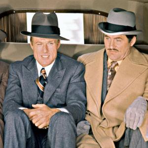 Robert Redford (keskellä) elokuvassa Puhallus (1973). Oikealla Robert Shaw, vasemmalla Charles Dierkop.