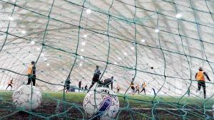 Suomen jalkapallomaajoukkueen tuskainen taival EM-kisoihin päättyi karsintoihin.