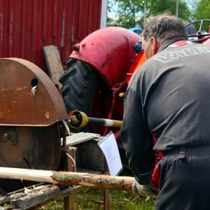 Demonstration av barkmaskinen Lätkä
