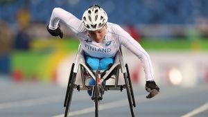 Amanda Kotaja tävlar i rullstolsklassen T54