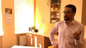 Ainis Dzalbs på sin läkarmottagning i Stalgene i Jelgava i södra Lettland