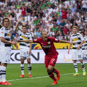 Joel Pohjanpalo firar sitt mål i debuten.