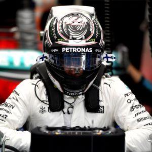 Valtteri Bottas sitter i sin Mercedes, april 2017.
