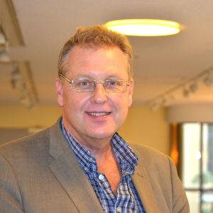 Harri Lindell är Sannfinländsk politiker i Helsingfors.