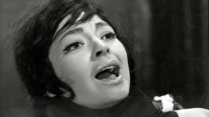 Ann Savo eli Anneli Sauli murhaajan otteessa elokuvassa Lontoon kuolleet silmät