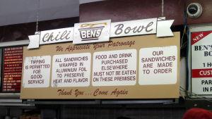 Chili Bowl - pikaravintolan kyltit