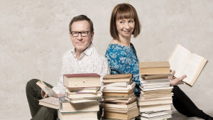 Kirjojen Suomi sarjaa juontavat Seppo Puttonen ja Nadja Nowak.