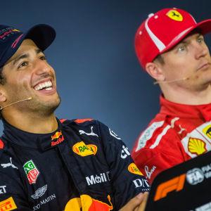 Daniel Ricciardo och Kimi Räikkönen på en presskonferens