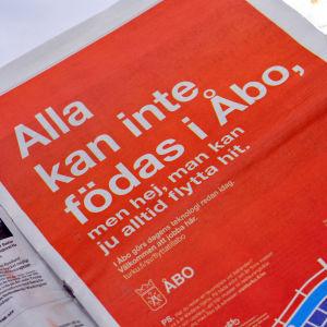 Annonsen i HBL