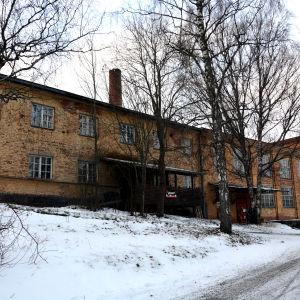 Vasa tvålfabrik fotad utifrån. Byggnaden är byggd i tegel på 1920-talet.