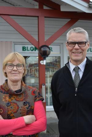 Maret Hedenheim och Jan-Ole Österroos äger Malax blomstercenter och Malax begravningsbyrå.