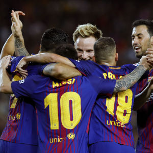 Lionel Messi firas efter hattrick mot Espanyol.