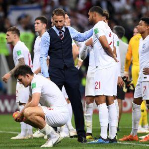 Gareth Southgate och engelska spelare efter förlusten mot Kroatien.