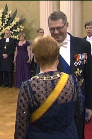 Förre statsministern Matti Vanhanen och i bakgrunden nuvarande statsministern Mari Kiviniemi