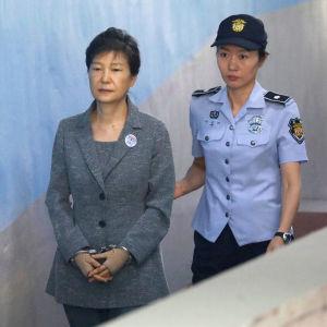 Sydkoreas avsatta president Park Geun-Hye i rätten i Seoul.