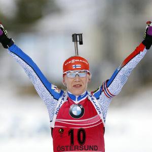 Kaisa Mäkäräine var först över mållinjen.