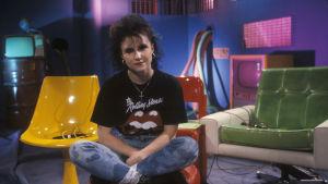 Heli Nevakare juonsi Rockstop!-ohjelmaa 1987.