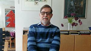 ambassadör Harry Helenius i sin stol