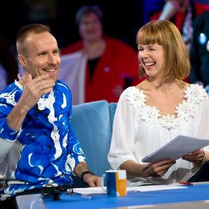 Kristiina ja Mikko Kekäläinen Korea tunnissa ohjelman kuvauksissa.
