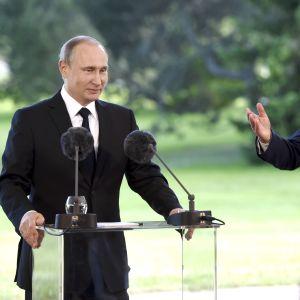 Vladimir Putin och Sauli Niinistö i Nådendal 2016.