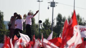 Republikanska folkpartiets Kemal Kılıçdaroğlu håller tal till turkarna i juli 2017.