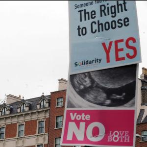 Kampanjplakat inför abortfolkomröstningen i Irland 2018.