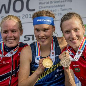 Heidi Bagstevold, Tove Alexandersson och Natalia Gemperle, medeldistansmedaljörer, VM 2016.