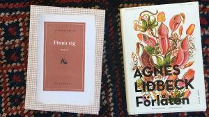 Två böcker.