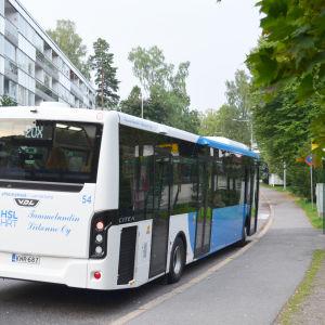 Buss 20X vid ändhållplatsen på Enåsvägen