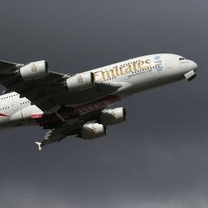 Ett passagerarplan lyfter från Melbourne i Australien.
