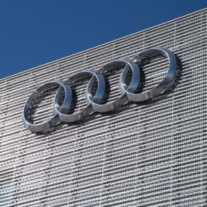 Audi Center seinä. Audi Logo